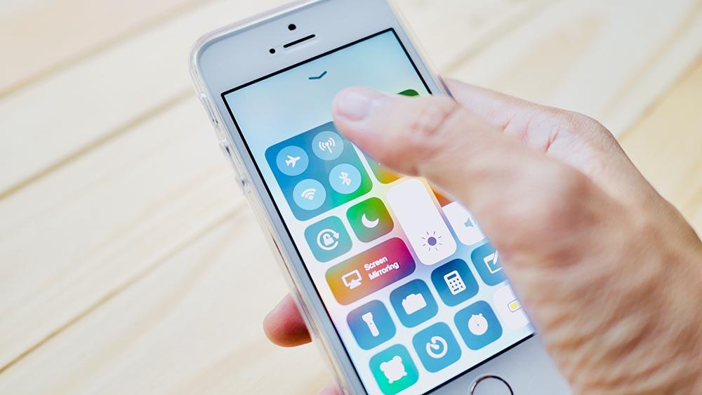 Extrêmement Come inviare messaggi SMS programmati con iPhone | Libero Tecnologia ZD05