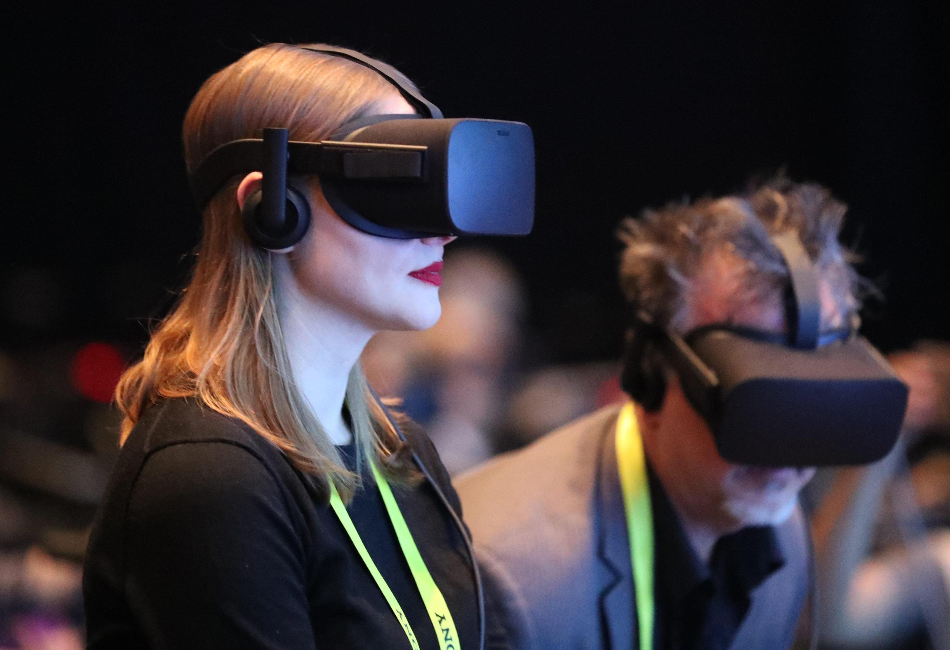 FB, realtà virtuale diventa multitasking