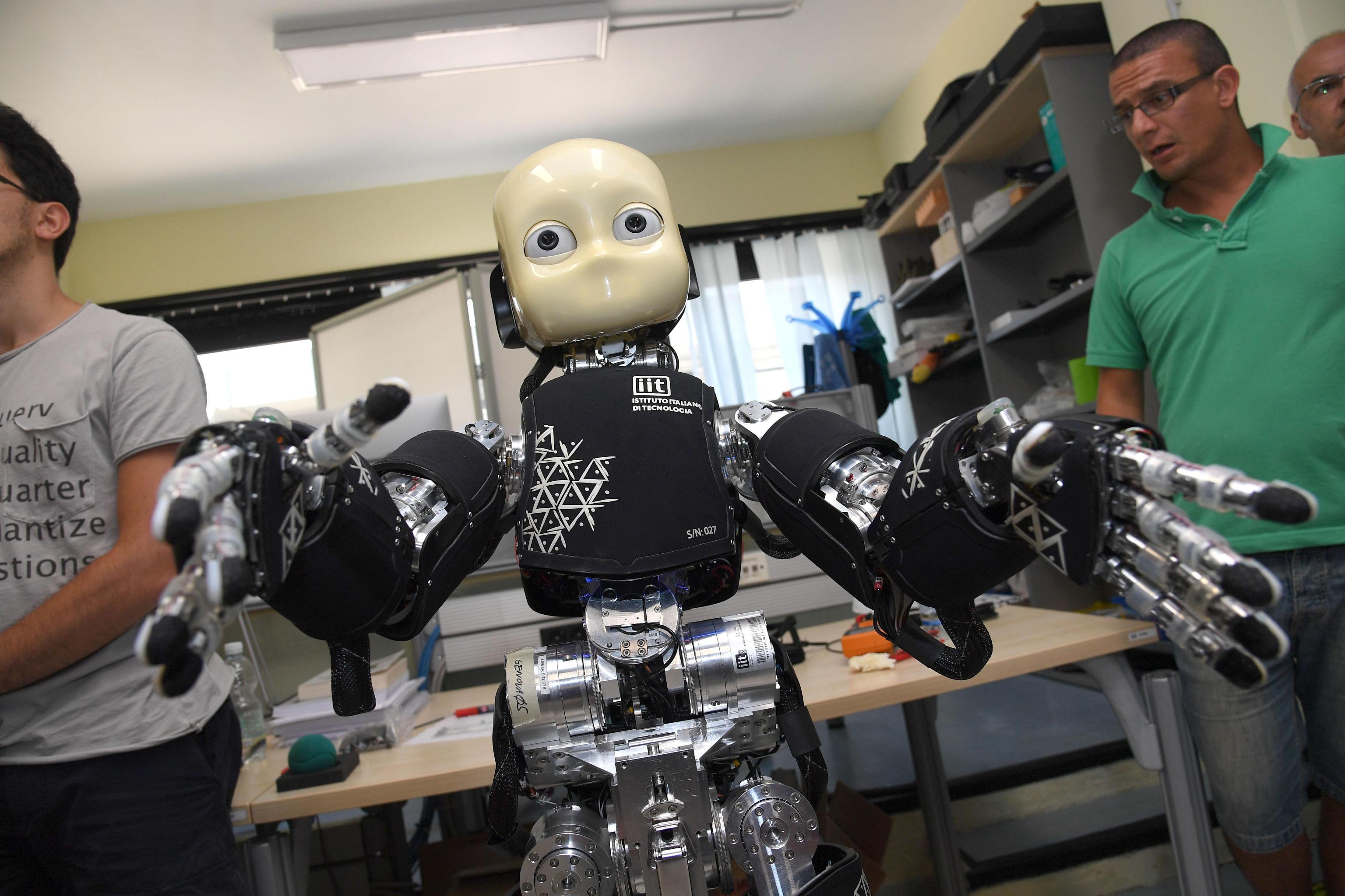 Robot bambino debutta in società