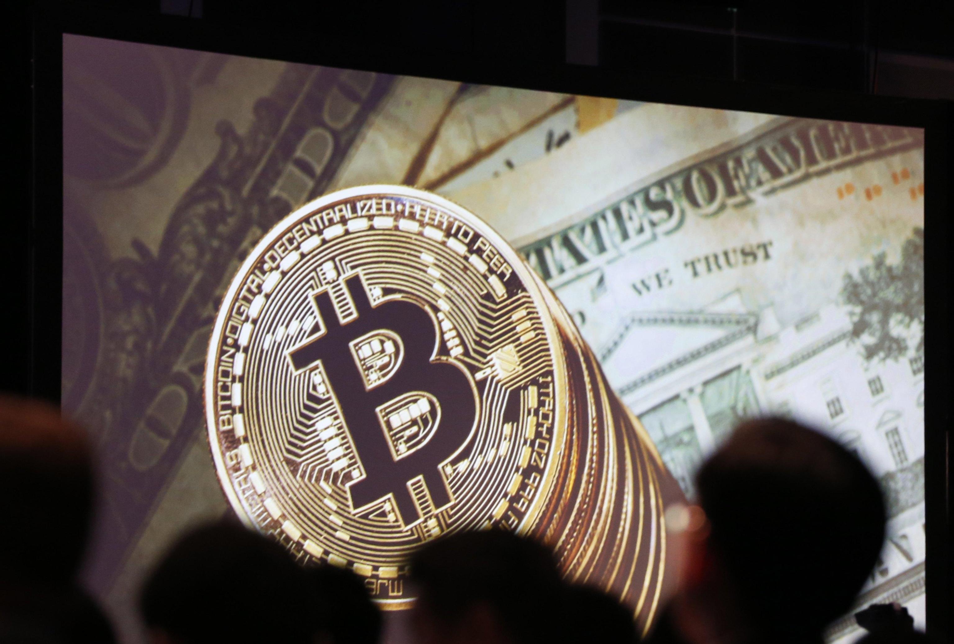 Bitcoin, boom di app su negozi digitali