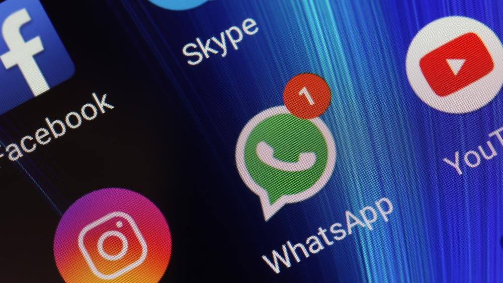 WhatsApp Capodanno da record, tutti scambiano auguri via messaggio