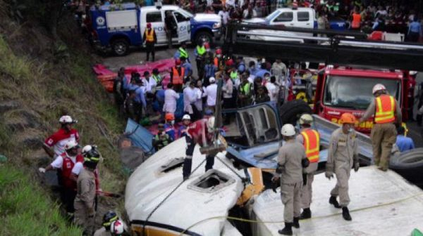 Honduras , 15 morti e 38 feriti in un  incidente sull'autostrada