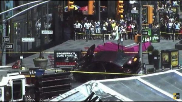 New York, auto contro folla a Times Square: almeno un morto
