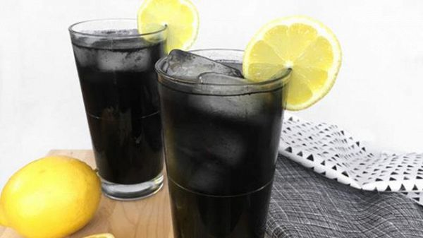 Trend estate: come preparare la limonata nera