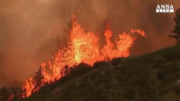 Incendi in California, due morti