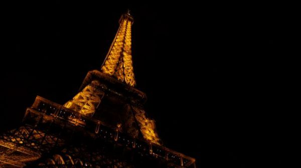 A Parigi l'annuale corsa in salita: la Eiffel Tower vertical race