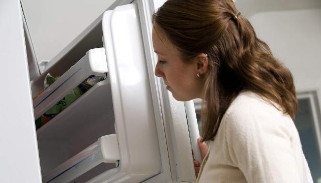 Se metti i jeans vecchi nel freezer ciò che accade è strabiliante