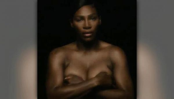 Serena Williams canta in topless contro il cancro