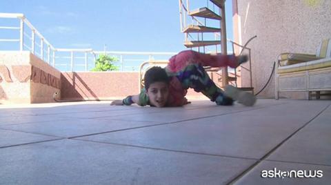 Spiderboy, il baby contorsionista di Gaza