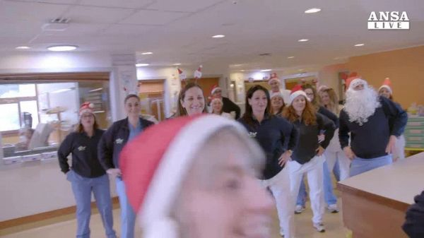 Flash mob al reparto pediatria del Meyer di Firenze