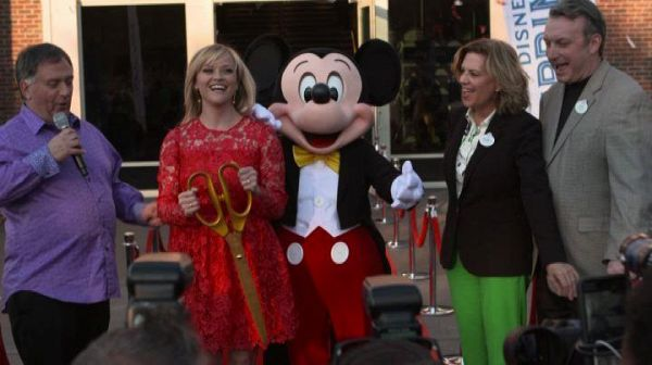 Reese Witherspoon e Topolino inaugurano Planet Hollywood Disney