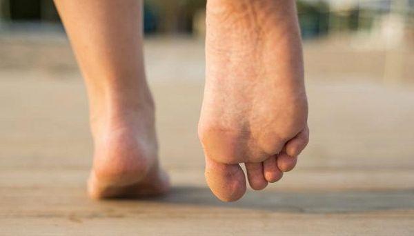 Come tenere in forma i piedi dopo i 50 anni