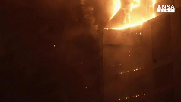 In fiamme la Torch Tower a Dubai